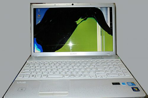 液晶画面が割れたパソコンを外部モニタで表示する:パソコン修理